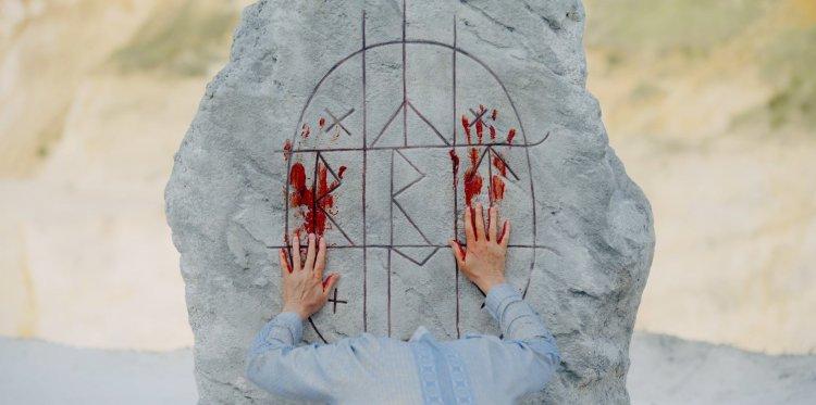 亞瑞阿斯特 (Ari Aster) 自編自導的驚悚恐怖電影《仲夏魘》(Midsommar)。
