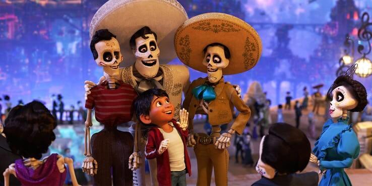 《玩具總動員 4》(Toy Story 4)播放《可可夜總會》(Coco) 的留聲機。