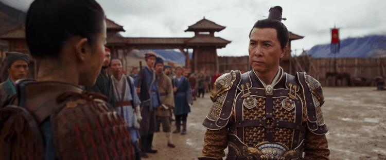 甄子丹在《花木蘭》裡飾演童將軍。
