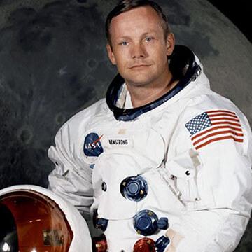 登月第一人 ! 傳奇人物 : 尼爾阿姆斯壯 。