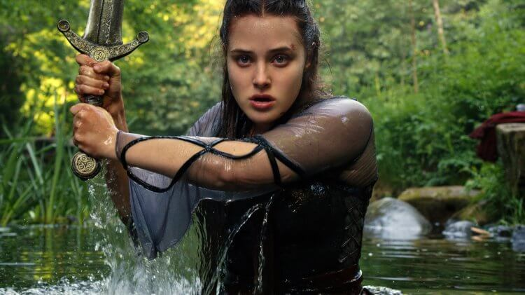 Netflix 自製影集《天命之咒》由凱薩琳蘭福德 (Katherine Langford) 挑樑主演女主角「湖中女神妮妙」。