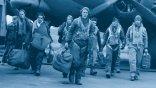 裘德洛之子拉夫洛主演,二戰小說改編影集《空戰群英》化身二戰空軍英雄,帶隊征服歐陸藍天