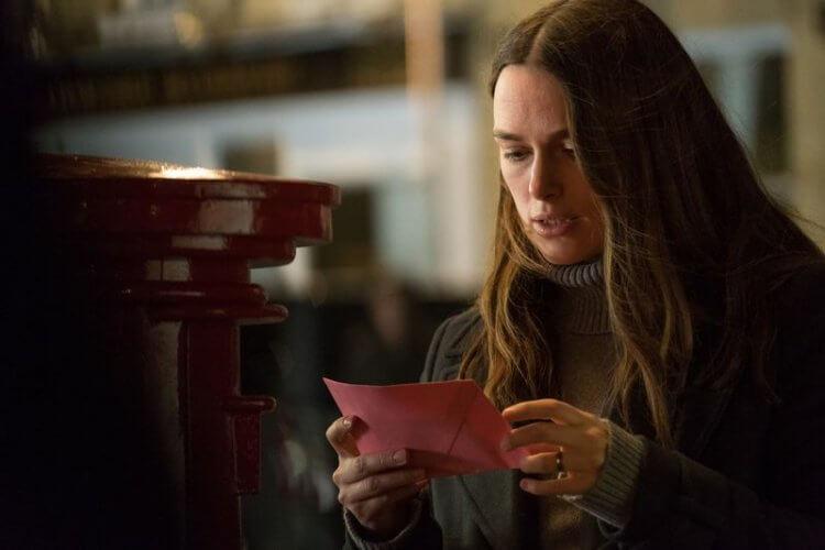 綺拉奈特莉在《瞞天機密》中飾演勇於揭露政府非法事蹟的凱薩琳甘恩。