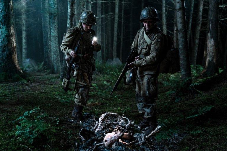 《大君主行動》由一開始的戰爭片轉變為科幻恐怖片
