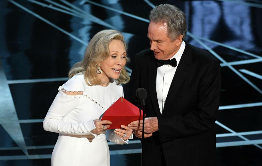 華倫比提 費唐娜薇 第89屆 奧斯卡 最佳影片頒獎人 頒獎烏龍事件