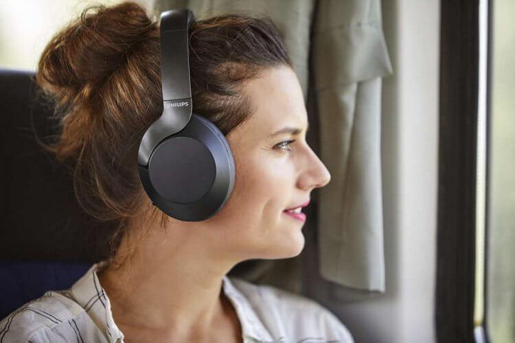 輕鬆升級觀看影劇的影音體驗,Philips TAPH805 耳罩式耳機。