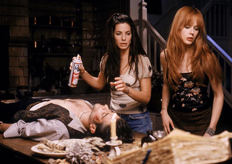 1998 年電影《 超異能快感 》(Practical Magic) 由珊卓布拉克 (Sandra Bullock) 及妮可基嫚 (Nicole Kidman) 飾演女巫,現在 HBO Max 要推出影集前傳。