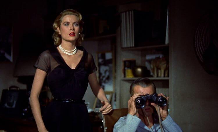 《後窗》為驚悚大師希區考克的代表作之一,獲得奧斯卡多項提名,並被列為 AFI 百年百大驚悚電影第 14 名。