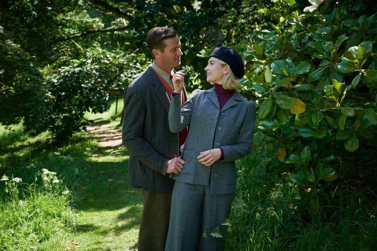 Netflix 電影《蝴蝶夢》艾米漢默、莉莉詹姆斯。