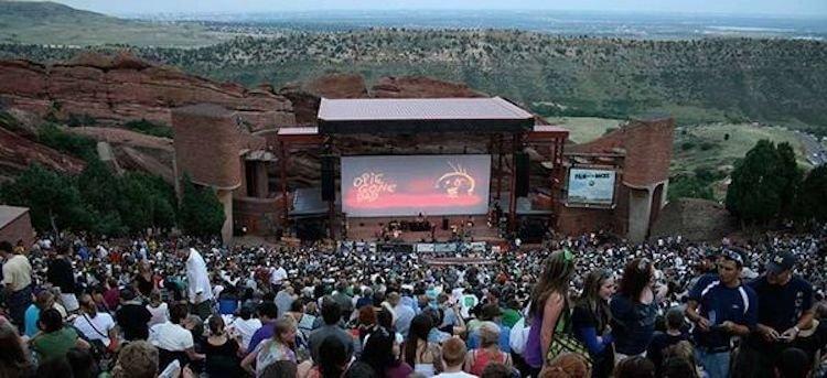 美國科羅拉多的紅石露天劇場 (Red Rocks Park and Amphitheatre)。