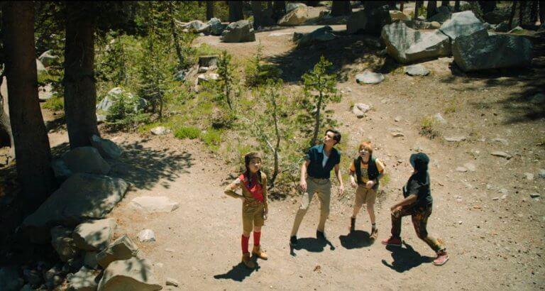 網飛 Netflix 最新原創電影《地球邊緣》把拯救世界免於外星入侵的重責大任,交給一群孩子,沒錯,就是一群孩子。