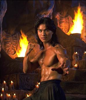 在電玩遊戲改編真人電影《魔宮帝國》飾演「劉康」並兼任武術指導的港星仇雲波。