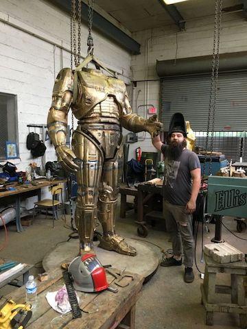 機器戰警雕像