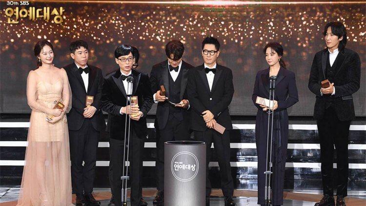 SBS演藝大賞《Running Man》金鐘國獲大賞肯定,車銀優轉戰綜藝首奪新人獎,「這兩點」意外成典禮焦點!首圖