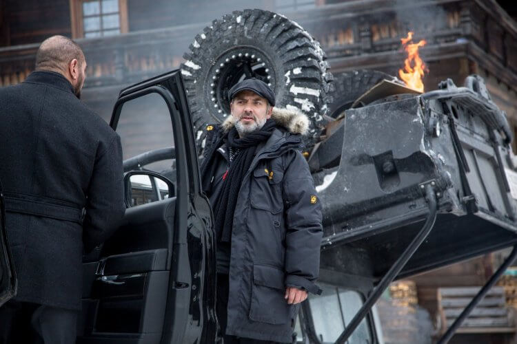 曾與丹尼爾合作過兩部《007》系列電影的山姆曼德斯,透露製作《007》的過程並「不健康」。