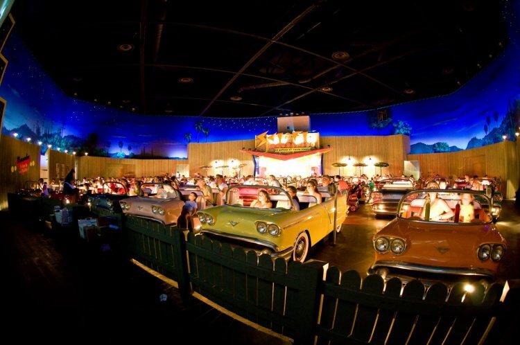 Sci-Fi Dine-In Theatre 主題餐廳劇院。