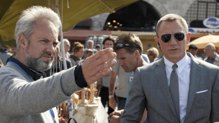 《007:空降危機》片場側拍:導演山姆曼德斯(左)