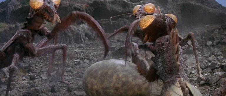 《怪獸島對決 哥吉拉之子》中,螳螂怪「卡馬奇拉斯」挖掘出哥吉拉的蛋。