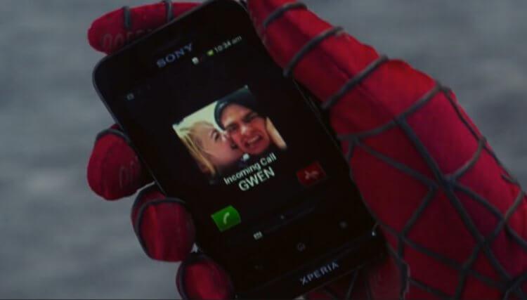 《蜘蛛人:驚奇再起》中蜘蛛人拿的是 Sony Xperia tipo。