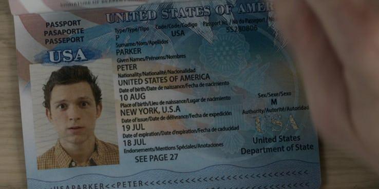 《蜘蛛人:離家日》預告分析:彼得帕克的護照上沒有任何年份資訊。