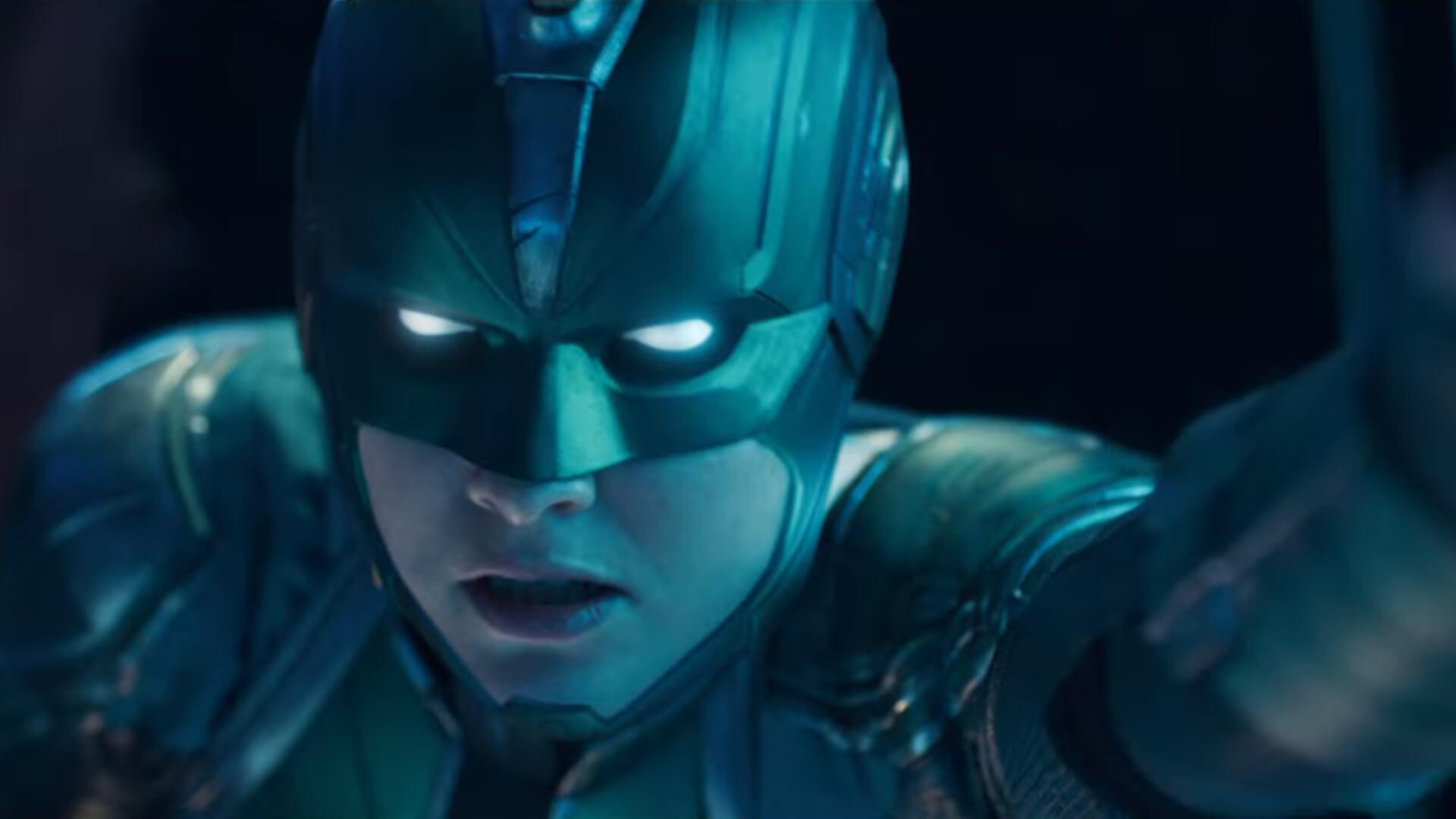 「驚奇隊長」本名為卡蘿丹佛斯 (Carol Danvers),電影將深入她的過往與復仇者聯盟們的連結。