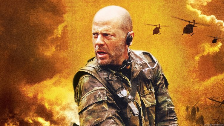 《獵日風暴》你看過嗎?布魯斯威利深入叢林、躲避追擊的「救援行動」首圖