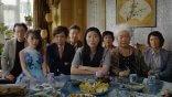 奧卡菲娜主演的《別告訴她》聲勢大熱!王子逸導演:「奶奶其實還不知道……」
