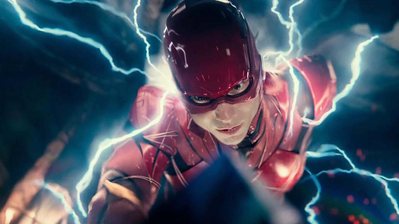 被稱為「世界上最快的男人」的 DC 超級英雄:閃電俠,由影星伊薩米勒飾演。