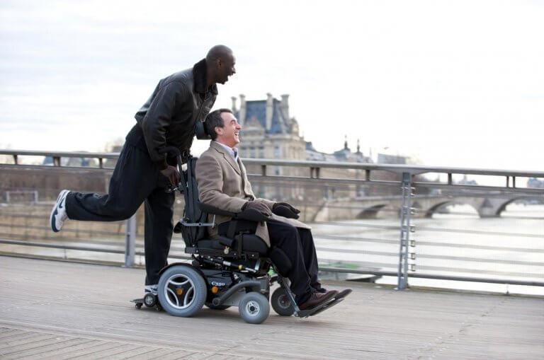 觀看《淪落人》時不少人想到 2011 年的法語片《逆轉人生》(Intouchables)。