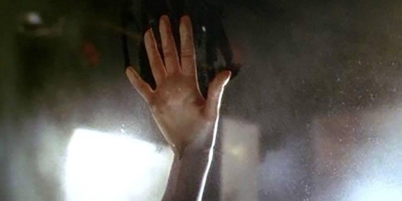 詹姆斯卡麥隆曾在 2018 年的節目中公開《鐵達尼號》蘿絲手印的現況,以及如何讓「它」如何完美保存至今。