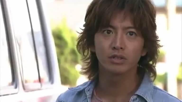 在《飆風引擎》中,志不得伸的賽車手神崎次郎(木村拓哉 飾)在保育中心擔任司機。