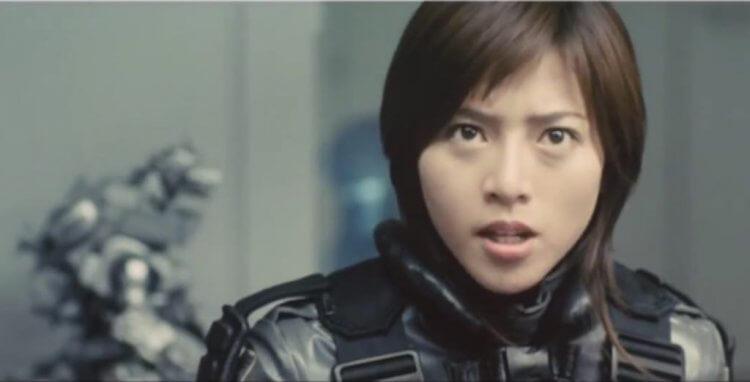 新世紀哥吉拉系列東寶怪獸電影《哥吉拉×機械哥吉拉》及機龍系列作中,由釋由美子飾演的片中主角家城茜。