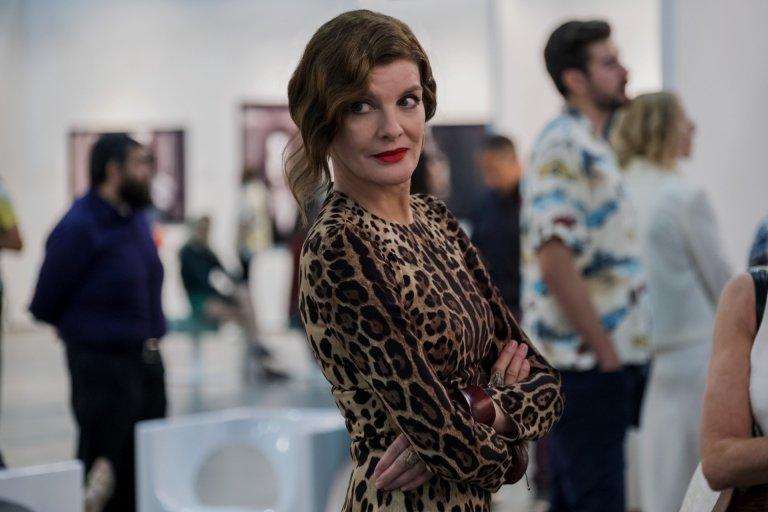 蕾妮羅素 (Rene Russo) 在《絲絨電鋸》飾演貪圖利益的藝廊老闆