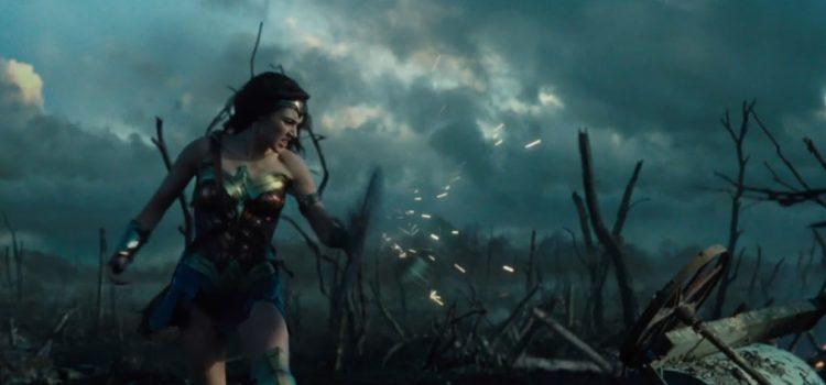 《神力女超人》的故事背景便設定在因長期戰亂,民眾需要更強大的力量作為寄託的年代。