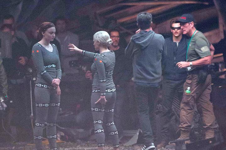 《 X戰警:黑鳳凰 》 片場照 中,蘇菲特納 潔西卡雀絲坦 泰謝里丹的特技替身都入鏡。