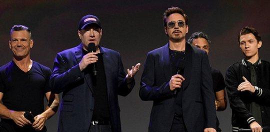 小勞勃道尼 (Robert Downey Jr.) 因漫威重生。