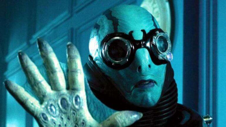 吉勒摩戴托羅版《地獄怪客》中,魚人亞伯 (Abe Sapien) 由道格瓊斯 (Doug Jones) 飾演。