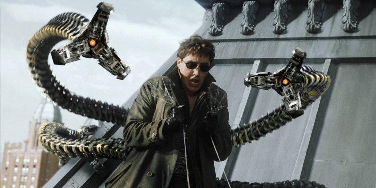 在山姆雷米導演的《蜘蛛人 2》演出反派八爪博士的艾佛烈蒙利納,也親自挑戰了一些動作特技戲。