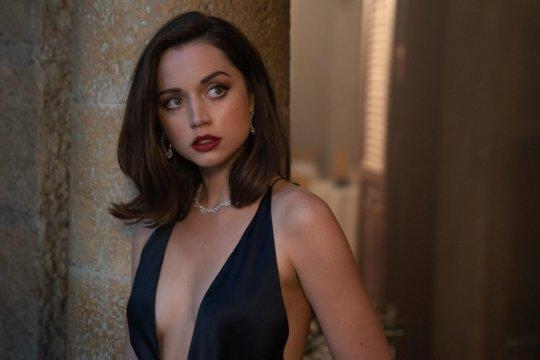 《007:生死交戰》(No Time to Die) 中的安娜德哈瑪絲 (Ana de Armas)