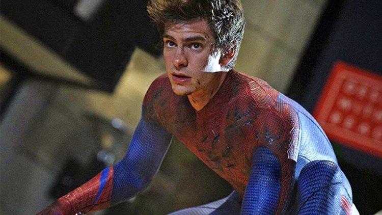 在《蜘蛛人:驚奇再起》系列中飾演蜘蛛人的安德魯加菲爾德。