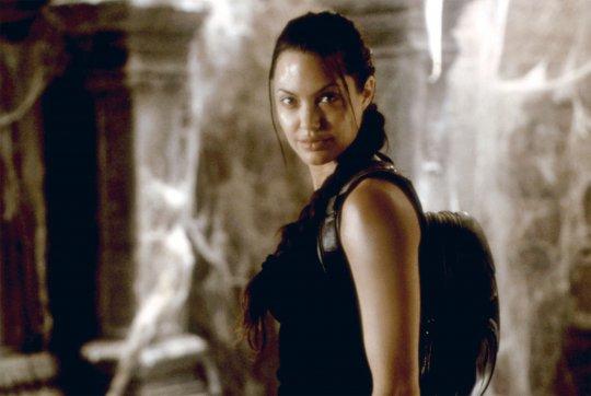 安潔莉娜裘莉 (Angelina Jolie) 主演2001年的《古墓奇兵》