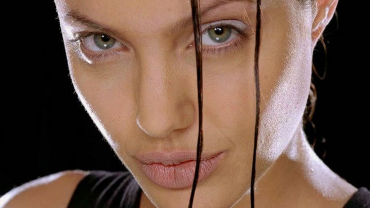 《古墓奇兵》蘿拉是如何成為史上最賣座的遊戲改編電影女主角?(二完):遍體麟傷的壞女孩,其實是一隻無拘無束的野豹首圖
