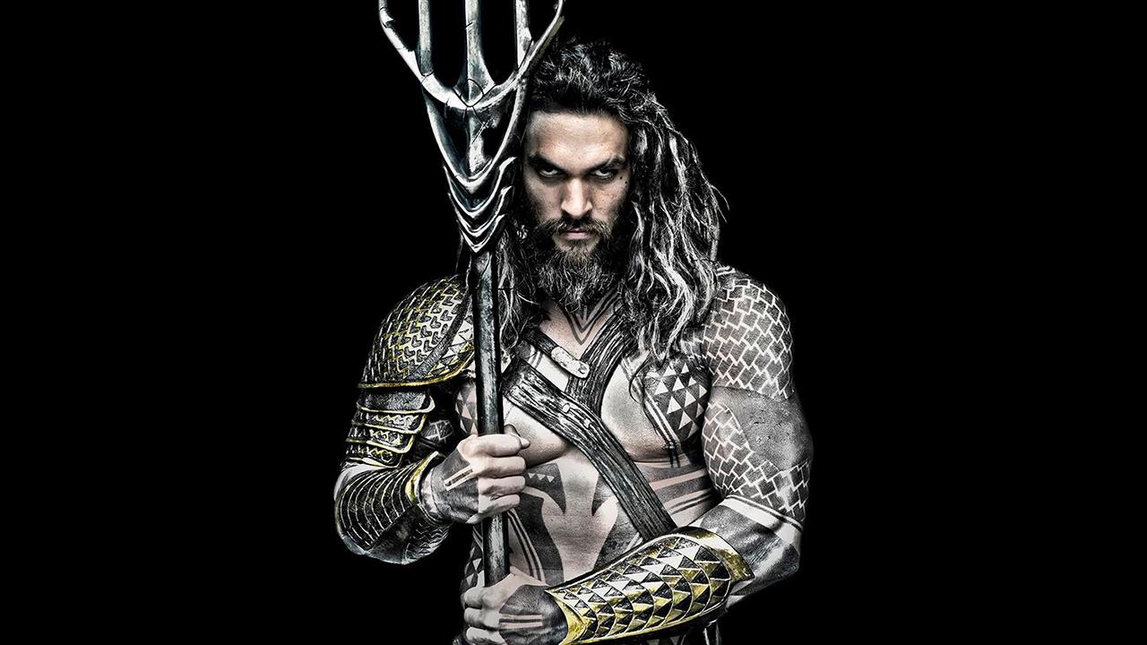 《正義聯盟》導演提議加紋身  與「水行俠」傑森摩莫亞戲裡戲外身世都有關首圖