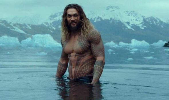 《水行俠》傑森摩莫亞不吝展現好身材。