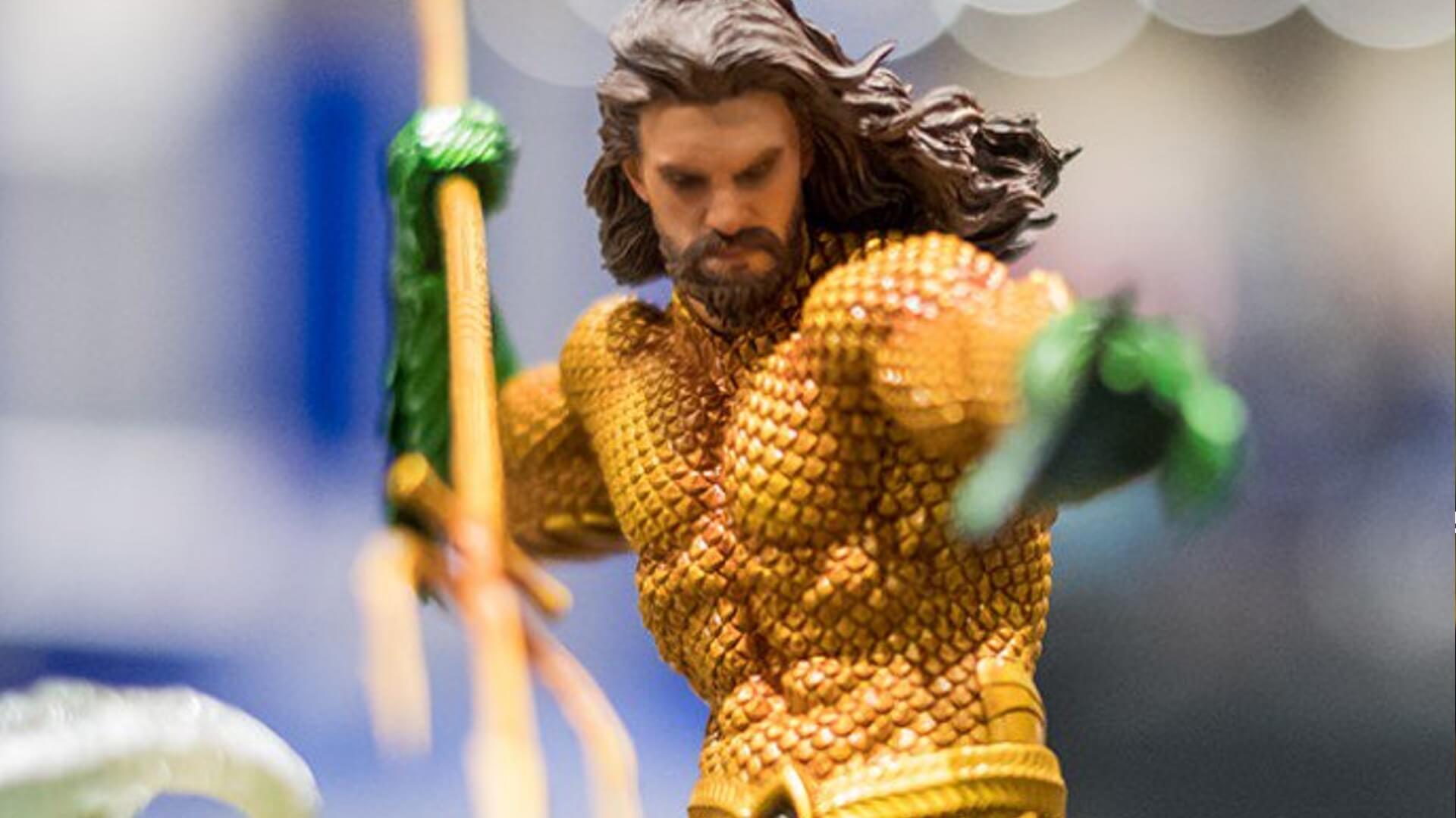 水行俠 原著中出現的經典黃綠戰袍。