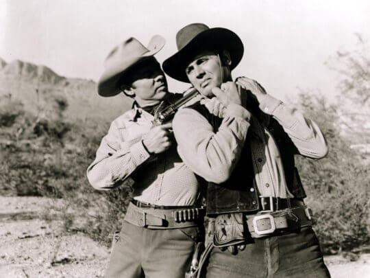 《鐵騎蕩寇》(Arizona Raiders,1965)