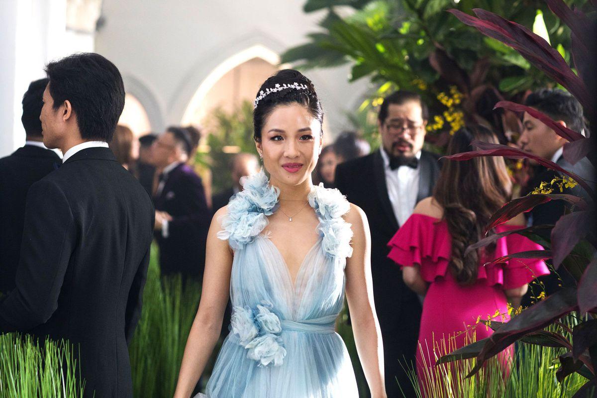 《 瘋狂亞洲富豪 》女主角 瑞秋 出席婚宴所穿的禮服 。