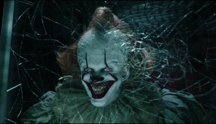 性格男星比爾史柯斯嘉在《牠:第二章》(IT Chapter Two) 中飾演邪惡的小丑潘尼懷斯。