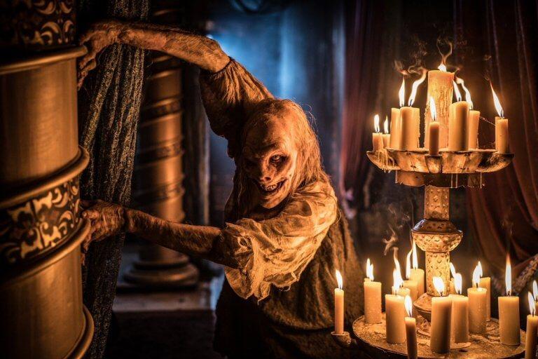芭芭雅嘎 (Baba Yaga) !《地獄怪客:血后的崛起》電影片尾彩蛋畫面中出現的雅加婆婆。
