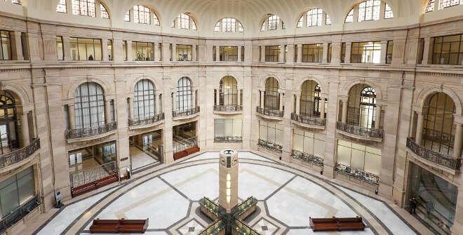 西班牙銀行大廳。